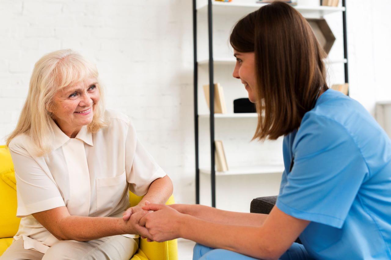 Zatrudnienie opiekunki nad starszą osobą EWL